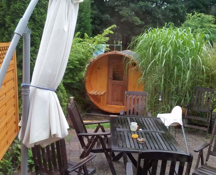 thermoholz fass sauna eric mit harvia elektro ofen a z gartenhaus gmbh. Black Bedroom Furniture Sets. Home Design Ideas