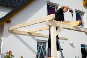 Leimholz Terrassenüberdachung Längsbalken anbringen