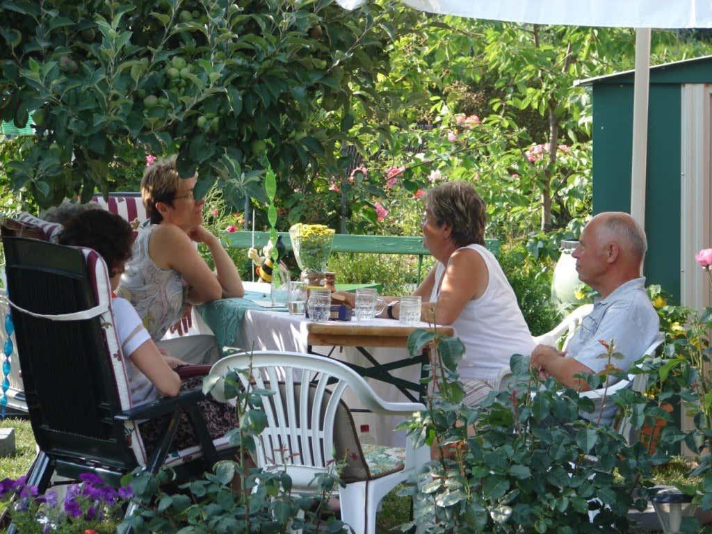 Kleingärtner-Treffen mit Freunden und Verwandten
