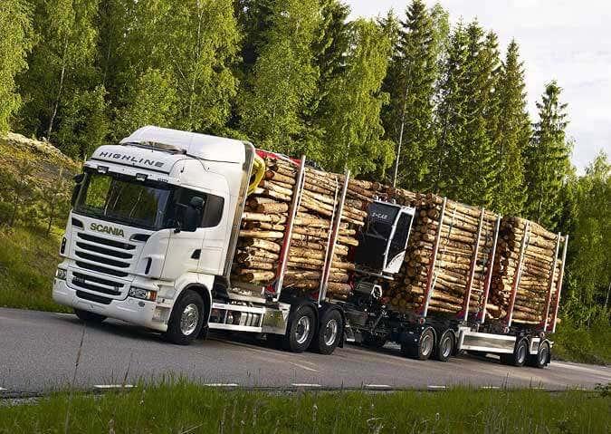 Holztransport mit Spezial-LKW