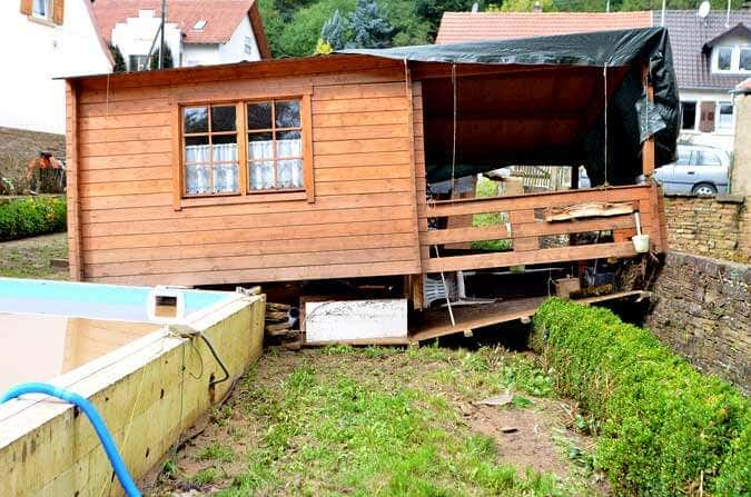 flutwelle schwemmt gartenhaus weg ein hilferuf. Black Bedroom Furniture Sets. Home Design Ideas