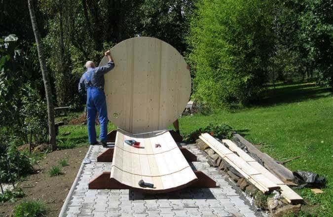 Montage der hinteren Sauna-Wand