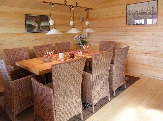 gartenhaus in hanglage aufbau einrichtung und gartengestaltung. Black Bedroom Furniture Sets. Home Design Ideas