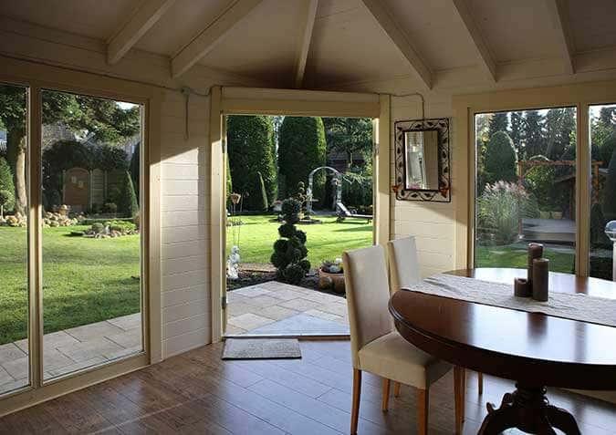 5 eck gartenhaus julia eine wohlf hl oase im aufbau fotostory. Black Bedroom Furniture Sets. Home Design Ideas