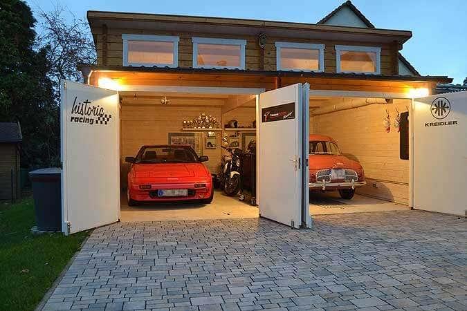 eine garage aus holz f r historische fahrzeuge. Black Bedroom Furniture Sets. Home Design Ideas