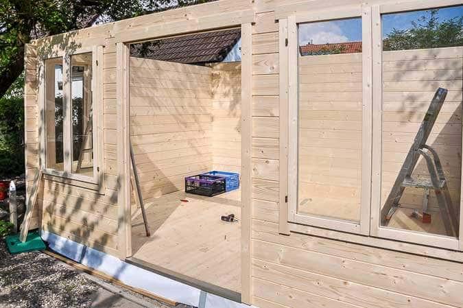 gartenhaus im clockhaus stil mit schlafboden und bullauge. Black Bedroom Furniture Sets. Home Design Ideas