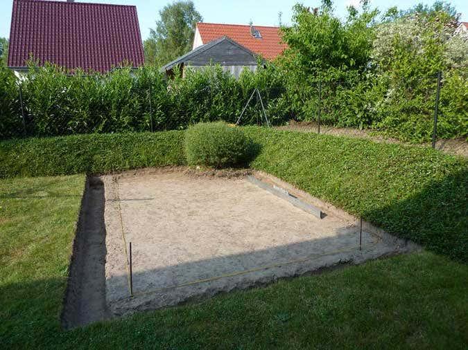 Aufbau eines Gartenhauses mit Podest Fundament