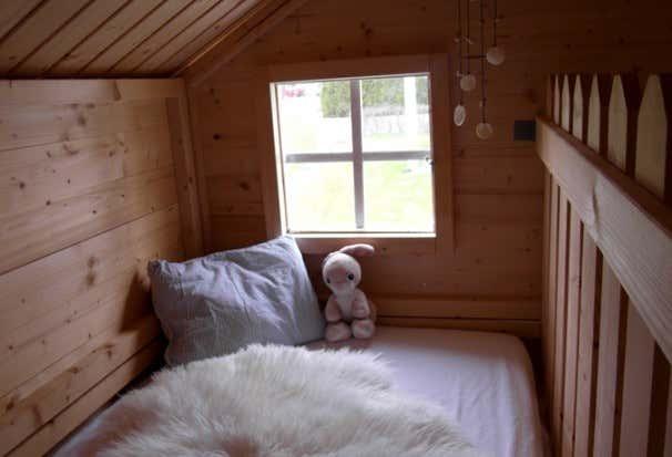 kinderspielhaus im garten tipps zur einrichtung dekoration. Black Bedroom Furniture Sets. Home Design Ideas
