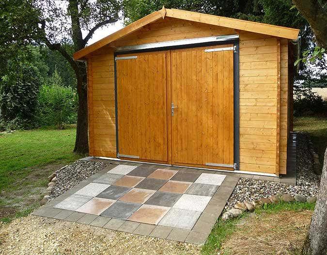 Holzgarage fertig aufgebaut