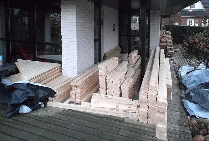Saunabausatz wird sortiert