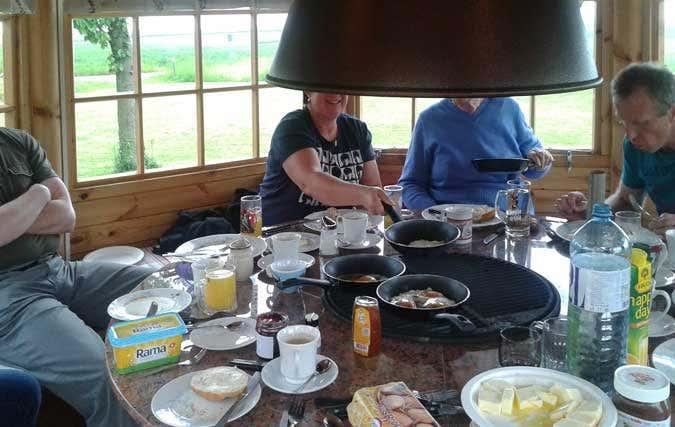 Frühstück im Grillpavillon