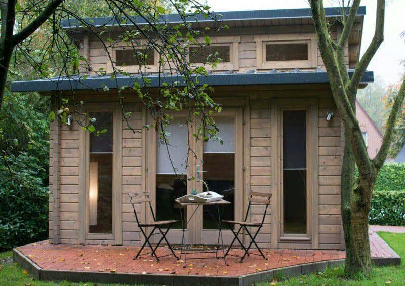 Holzhaus bauen die blockhausfr se im einsatz for Bauen modern magazin