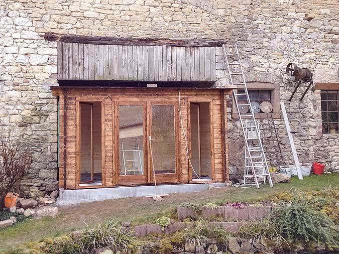 Gartenhaus-Aufbau-in-Scheune2