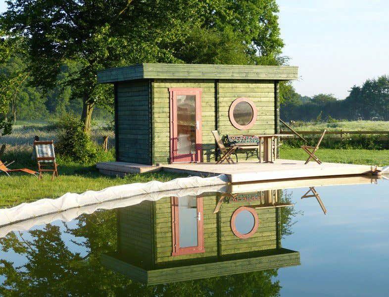 Wie wird die Teichidylle mit Gartenhaus noch schönen? Wenn sich das Gewässer im Südosten befindet.