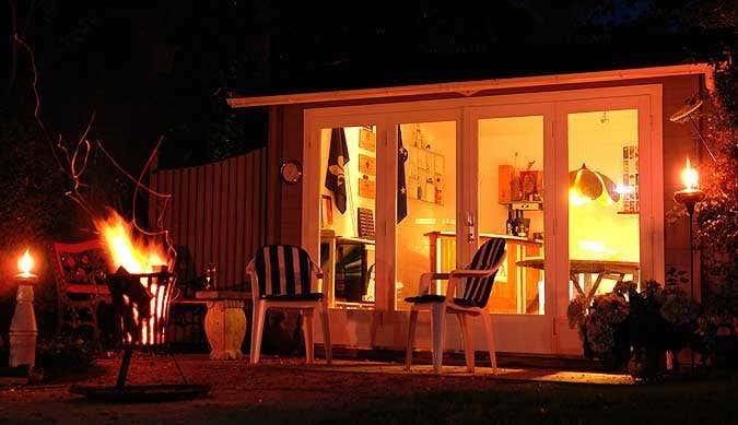 Gartenhaus bei Nacht