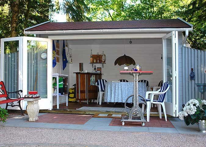 Ein Gartenhaus wird zum Boule Clubhaus