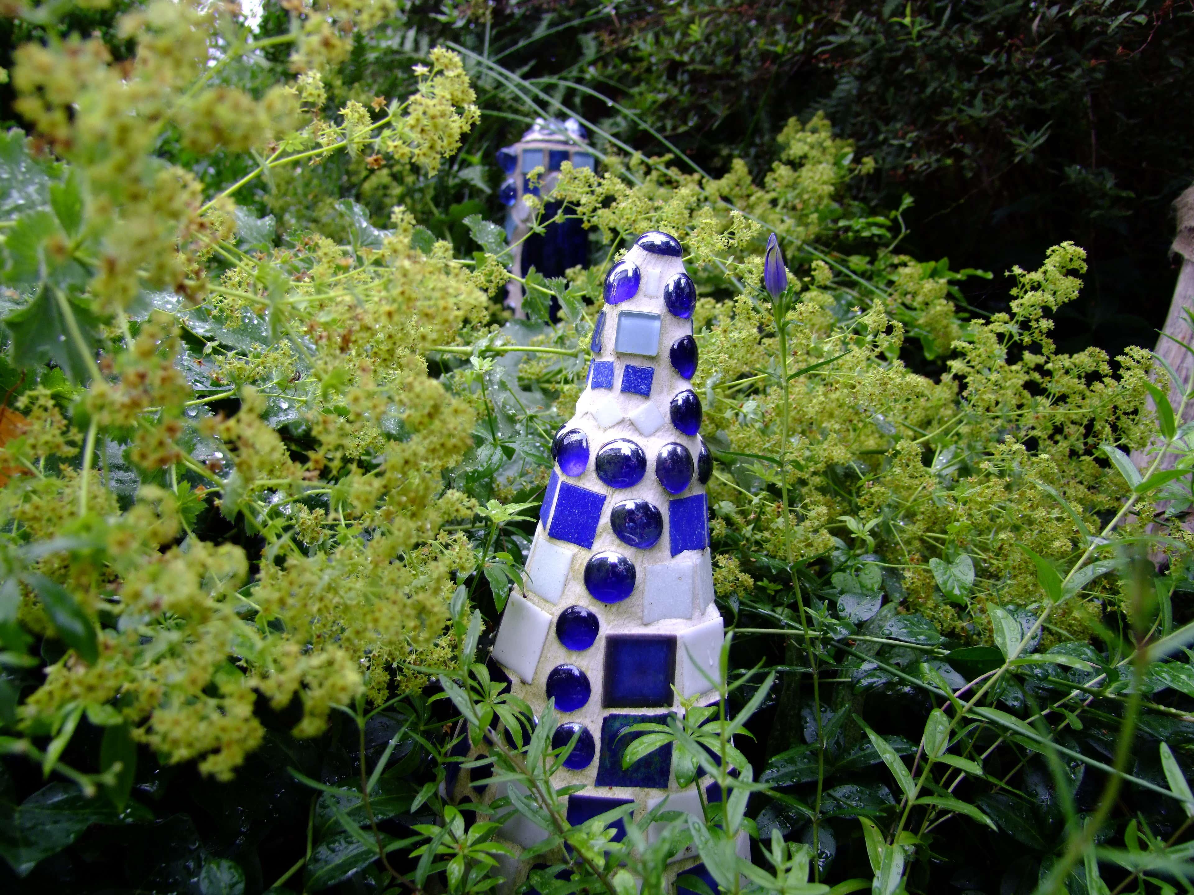 Überraschung – ein Mosaik-Kunstwerk! In den Sommermonaten muss man schon etwas genauer hinsehen, um die bunte Deko zu finden.