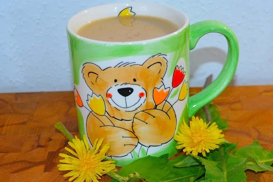 Bitte Genießen: Der Löwenzahn-Kaffee ist fertig.