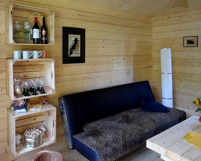 Gartenhaus Möbel ein gartenhaus mit falttür und fenster zum entspannen