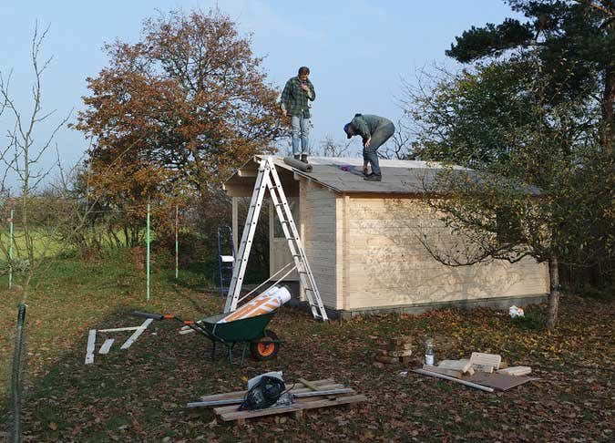 gartenhausaufbau-dachpappe