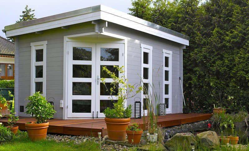 Gartenhaus schwedenhaus streichen Gartenhaus grau-weiß: moderner Gartentrend mit Stil