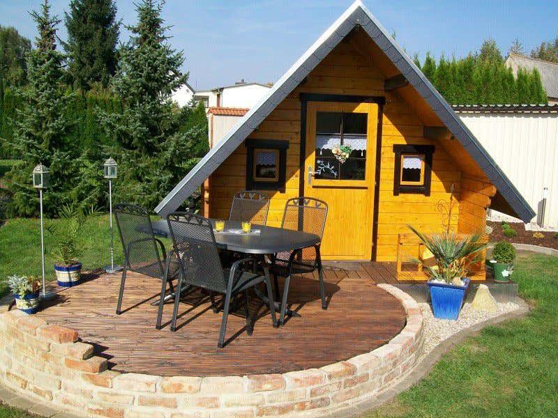 Hexenhäuschen Gartenhaus gartenhäuser in gelb für ein sommerliches lebensgefühl