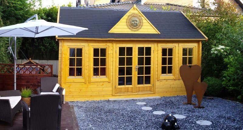 Gartenh user in gelb f r ein sommerliches lebensgef hl - Gartenhaus clockhouse ...