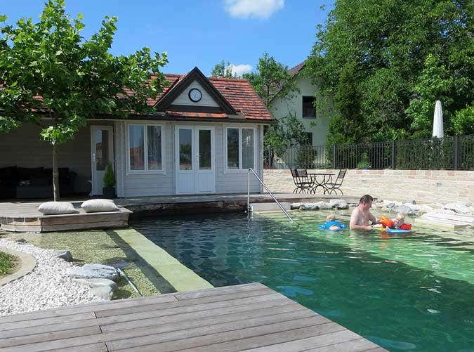 Ein Clockhouse Als Pool Haus Am Naturpool