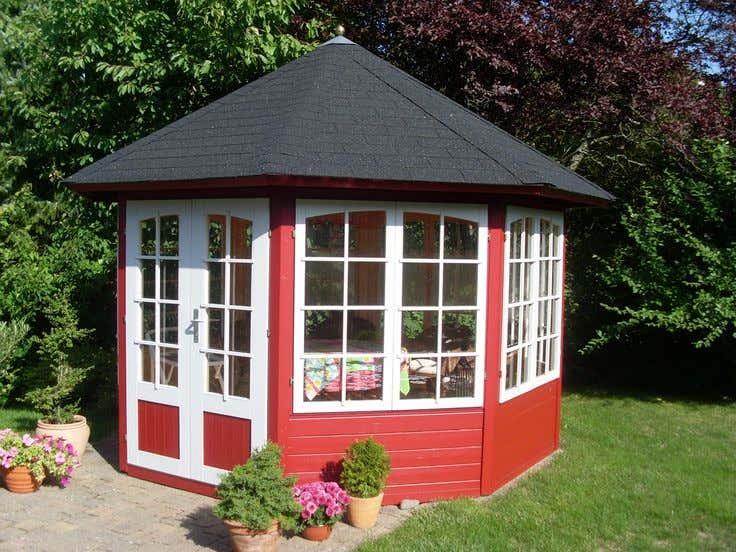 Gartenhaus streichen schwedenrot  Schwedenrot & stilvoll: Die schönsten Schwedenhaus-Gartenhäuser