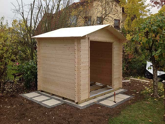 geraetehaus-aufbau-dach