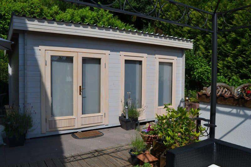 Gartenhaus mit pultdach diese modelle machen neidisch for Fenster gartenhaus