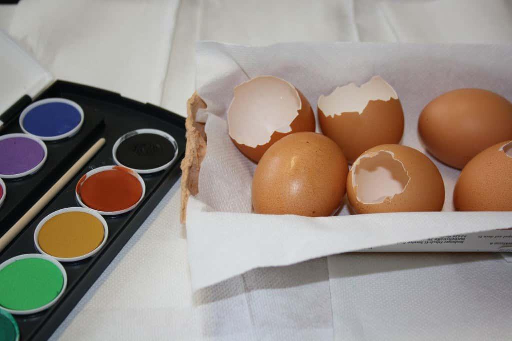 basteln f r ostern 6 ideen zum basteln mit eiern. Black Bedroom Furniture Sets. Home Design Ideas