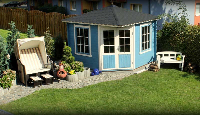 Top Gartenideen in blau: Gartenhaus und Beet passend anlegen #EL_44