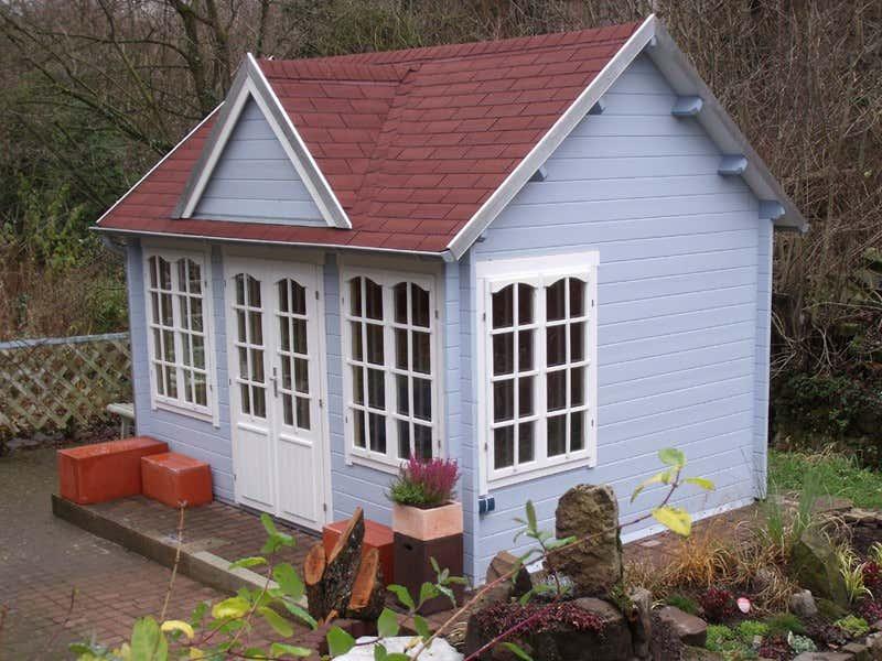 Gartenhaus taubenblau  Gartenideen in blau: Gartenhaus und Beet passend anlegen