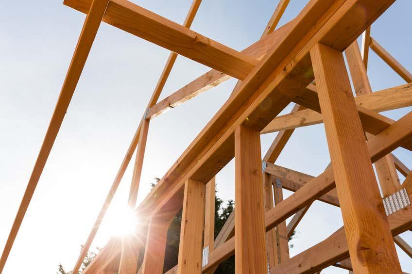 Baukonstruktion für ein Haus aus Holz
