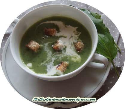 Suppe aus Bärlauch in Schüssel