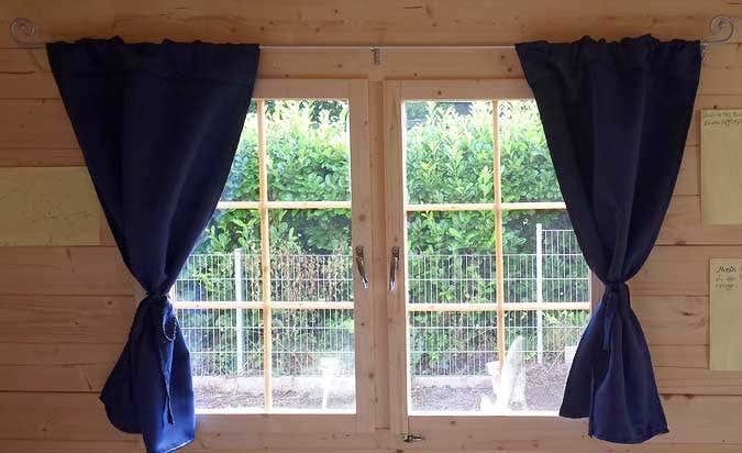 Ein gartenhaus als kinderhaus kindertagespflege kreativ for Fenster gartenhaus