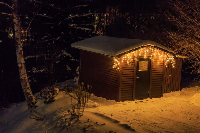 Schneelast auf Gartenhaus