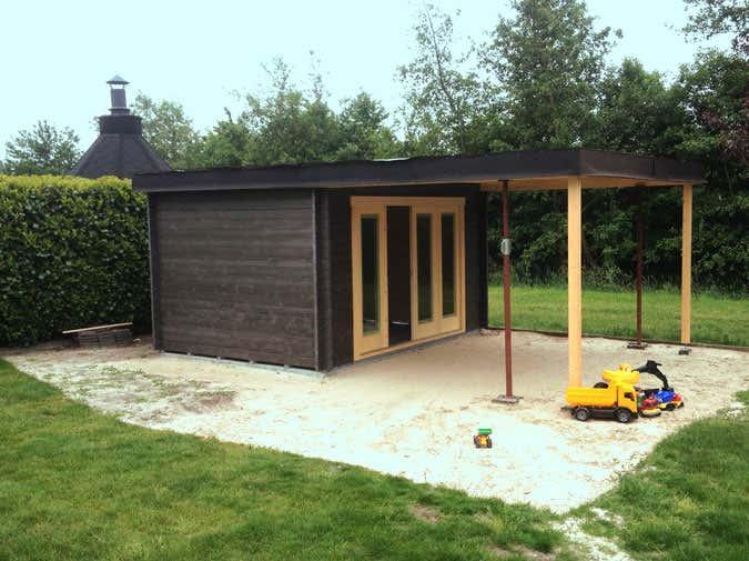 ein gartenhaus als partyhaus mit ganz besonderem dach. Black Bedroom Furniture Sets. Home Design Ideas