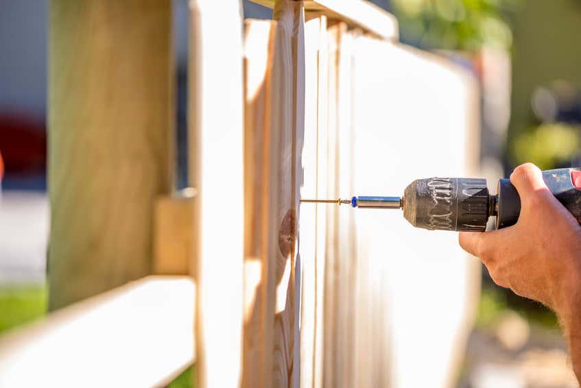 Holzzaun Selber Bauen Tipps Zu Aufbau Streichen Und Pflege