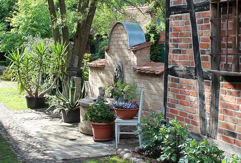Brunnen aus alten Ziegeln - Gartenblogs