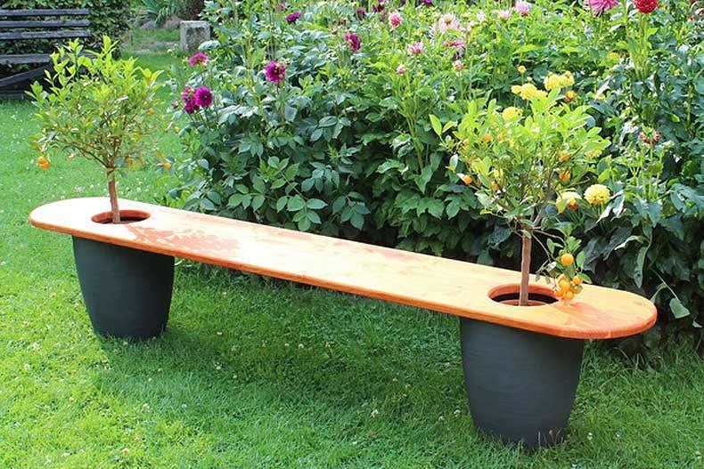 Gartenbank mit Bäumchen - Gartenblogs