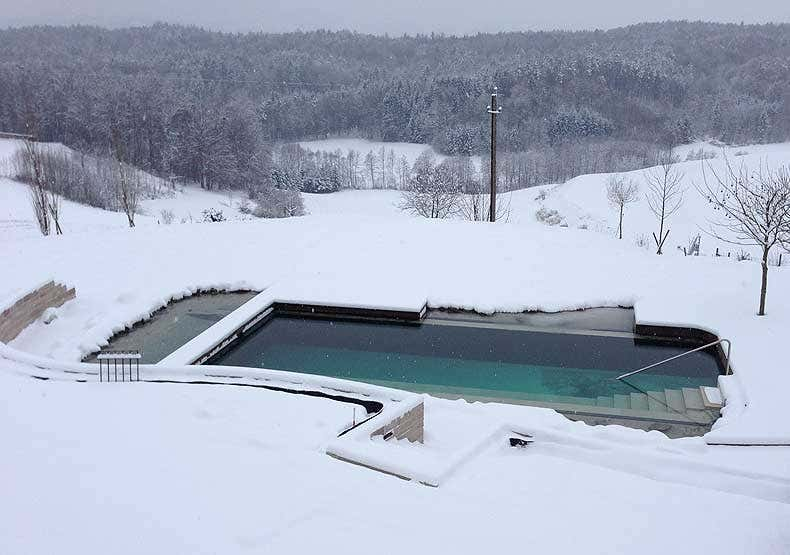Naturpool im Winter