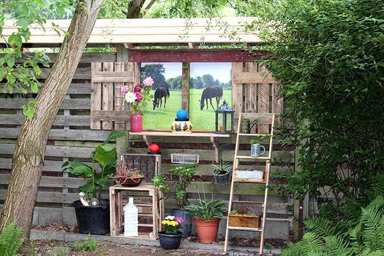 Latest Aus Paletten Gartenblogs With Alte Fensterlden Im Garten With Altes  Fenster Im Garten With Alte Fenster Als Deko Im Garten.