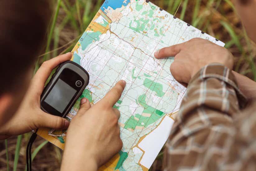Karte mit Navigationsgerät