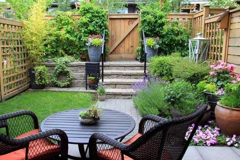 Kleiner Garten Mit Blumenbeet