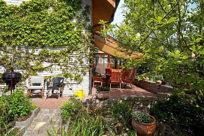 Gartenhaus auf stelzen bauen ideen f rs stelzenfundament - Palettenregal garten ...