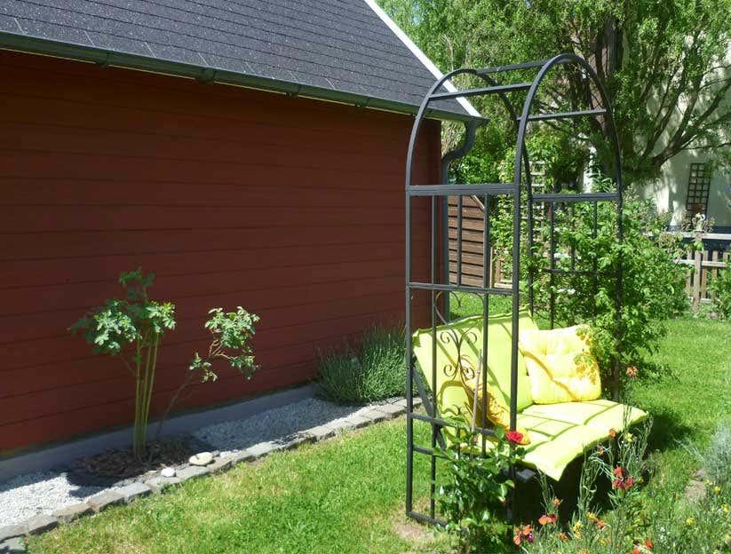 ein schwedenhaus als ger tehaus und pflanzen winterquartier. Black Bedroom Furniture Sets. Home Design Ideas