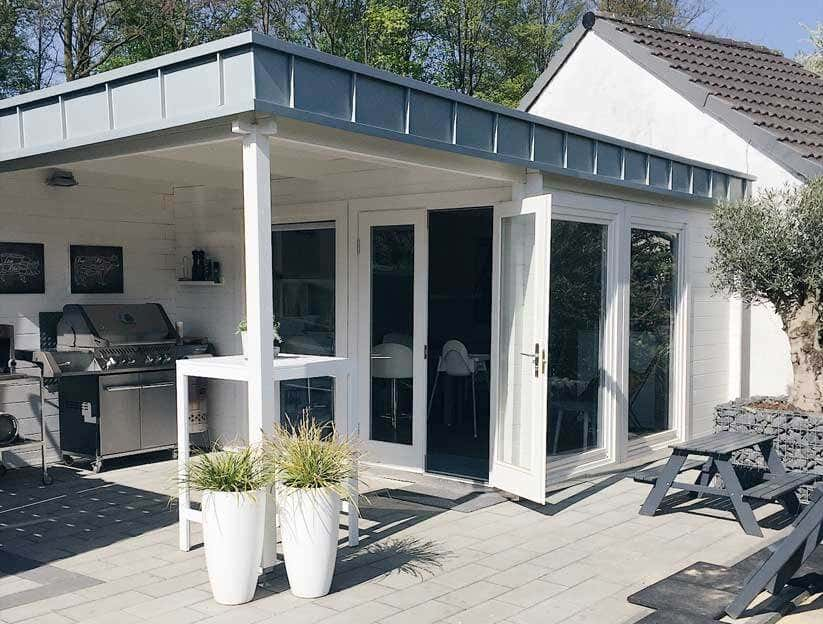 design gartenhaus avantgarde harmonie in grau und wei. Black Bedroom Furniture Sets. Home Design Ideas