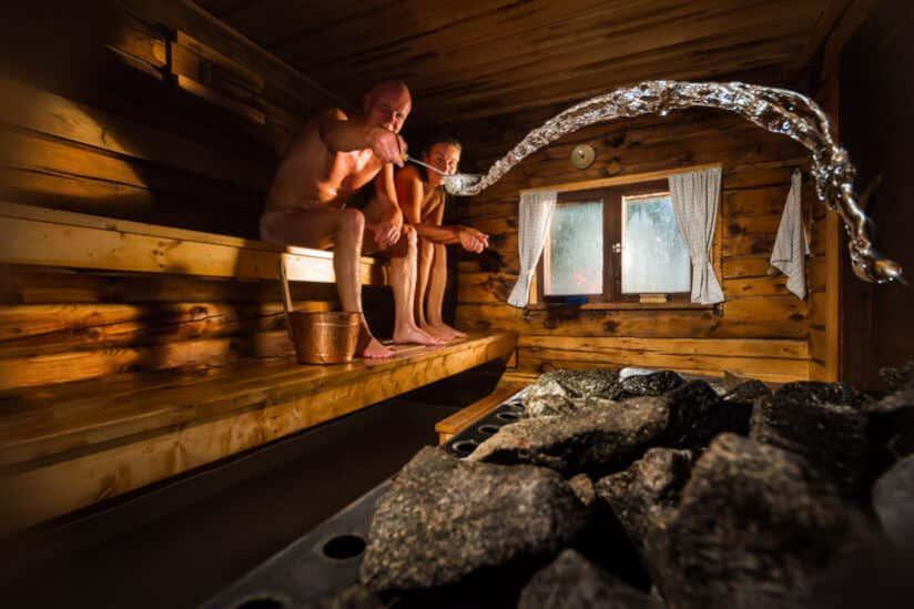 Mann Sauna Aufguss